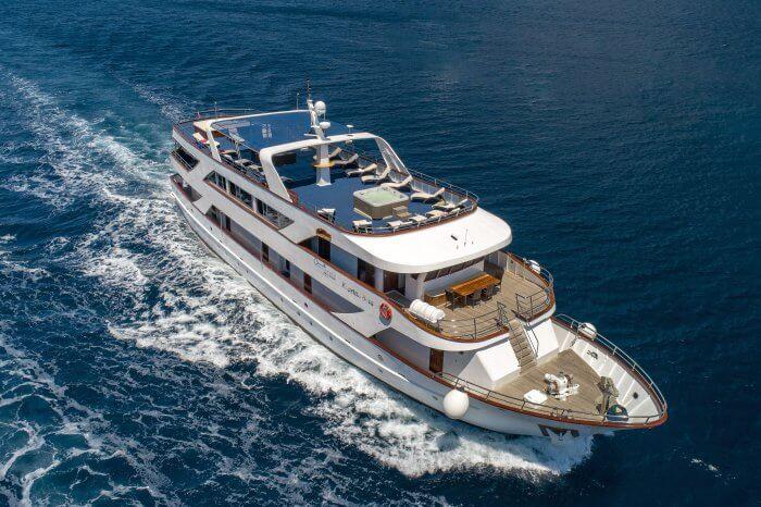 Split – Split (South Route), M/S Captain Bota